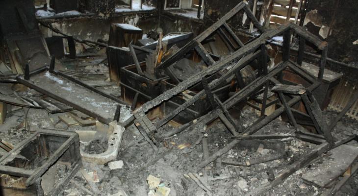 Житель Марий Эл погиб в страшном ночном пожаре в многоквартирном доме