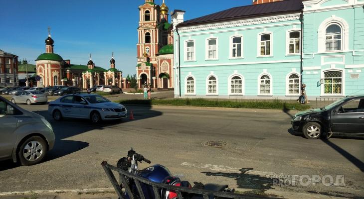 «Мужчина обратился к медикам»: полицейские выясняют обстоятельства ДТП у кремля в Йошкар-Оле