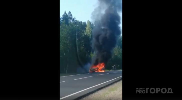 «Успели до взрыва бензобака»: на Кокшайском тракте в Марий Эл сгорела легковушка