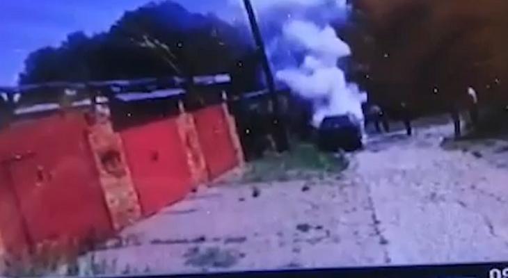 «Языки пламени выходили из под капота»: в гаражах Марий Эл загорелась иномарка