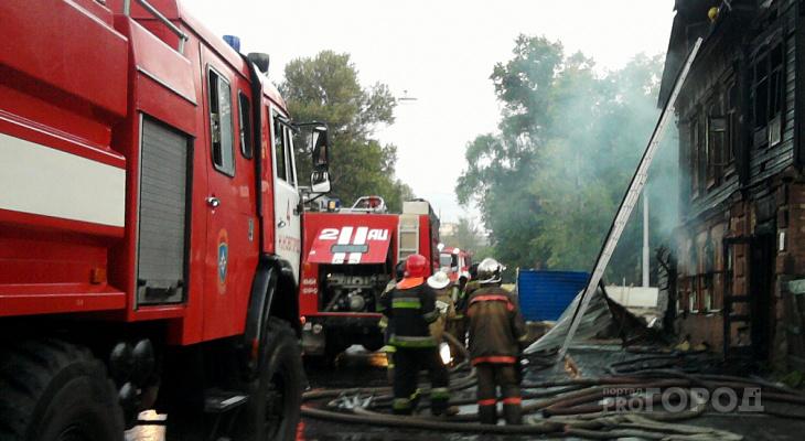 Пилорама, машина и гараж: за выходные в Марий Эл произошло несколько пожаров