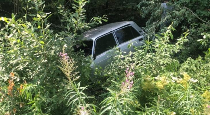 На Санчурском тракте в Марий Эл у садов легковушка вылетела в кювет: есть пострадавшие