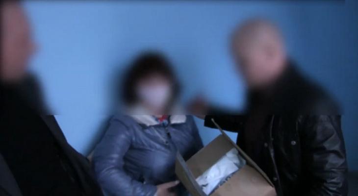 Служащая администрации Йошкар-Олы предстанет перед судом за взятку в виде коробки косметики
