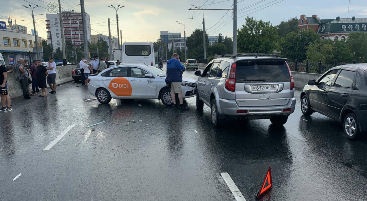 «Один человек пострадал»: стали известны детали ДТП на Центральном мосту