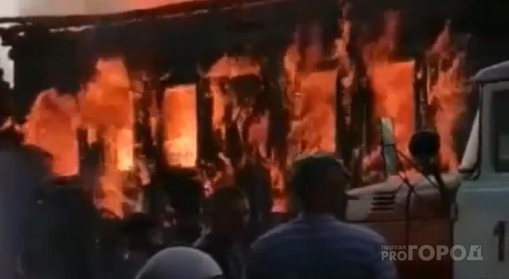 «Огонь валил из каждого окна»: в Параньгинском районе загорелся жилой дом