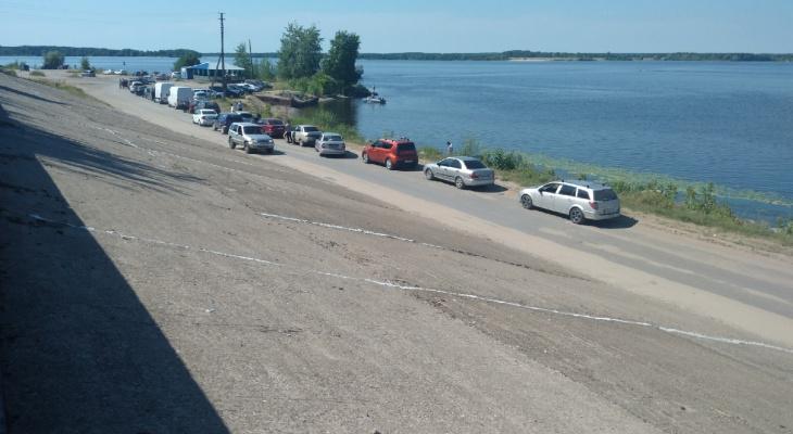 Жители Марий Эл жалуются на то, что переправа в Козьмодемьянске не выдерживает пассажиропоток