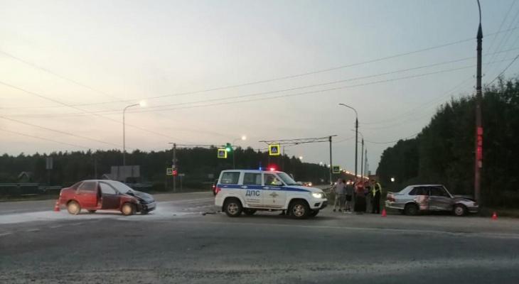 Есть пострадавшие: два отечественных авто столкнулись на трассе Марий Эл
