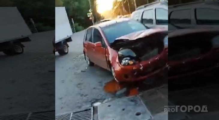 В Йошкар-Оле на перекрестке столкнулись две иномарки