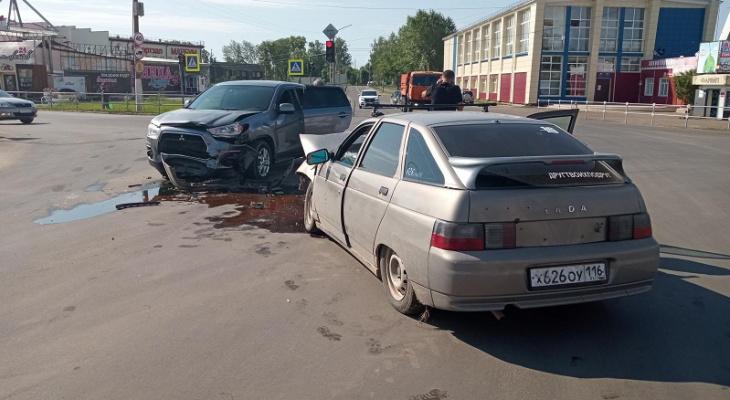 «Есть пострадавшие»: в Марий Эл неуступчивый водитель въехал в иномарку