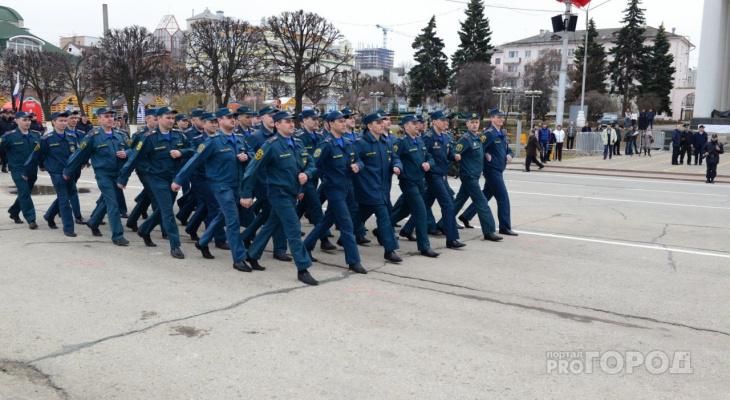 Владимир Путин поручил пересмотреть выплату военным