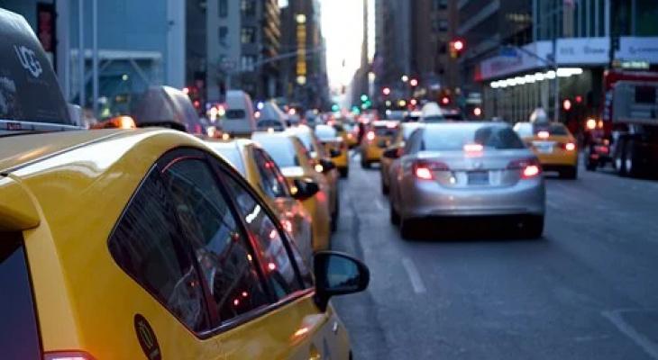«Механику уберут с машин»: россиян предупредили о переходе на автомобили с «автоматом»