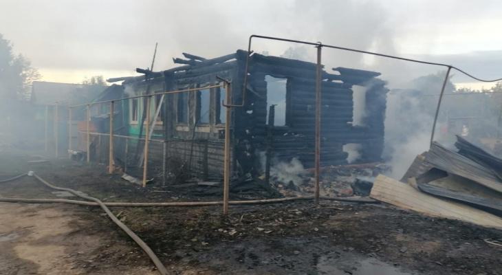 В Марий Эл разгорелся частный дом, внутри была женщина с ребенком