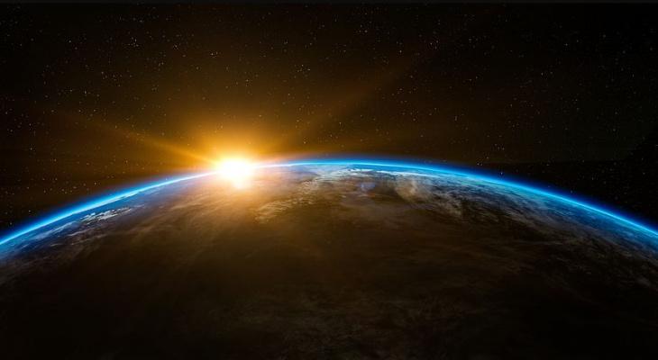 Одной ногой в космосе: россияне могут бесплатно отправить свои имена на околоземную орбиту