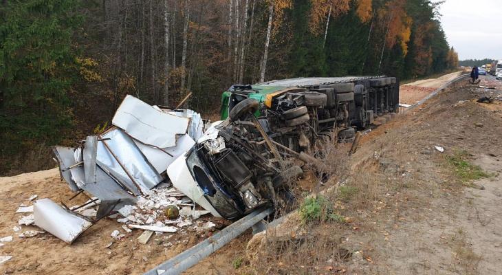 Массовое ДТП в Марий Эл с тремя грузовиками и легковушками: есть пострадавшие